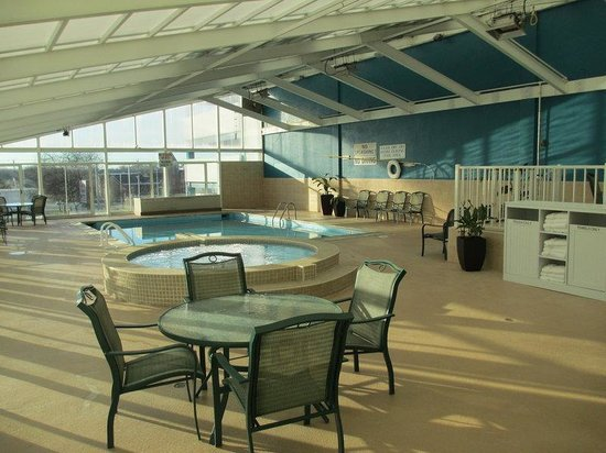 BEST WESTERN PLUS Sandcastle Beachfront Hotel: Pool and Kiddie Pool