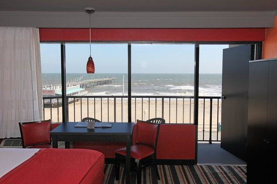 BEST WESTERN PLUS Sandcastle Beachfront Hotel: Oceanfront Guest Room Balcony View