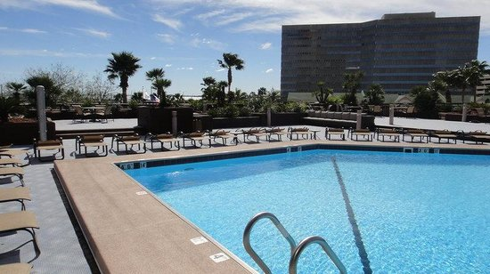 Holiday Inn Corpus Christi Downtown Marina: Rooftop Pool overlooking the Bay and Marina