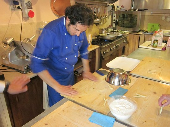 Villa Cicolina: Making homemade pasta