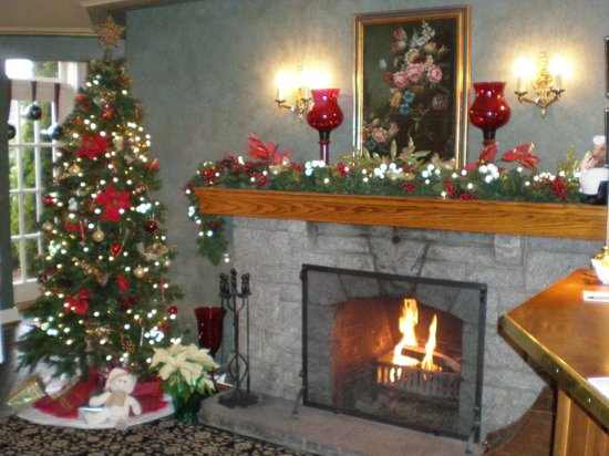 Abigail&#39;s Hotel: Main lobby decorated for Xmas