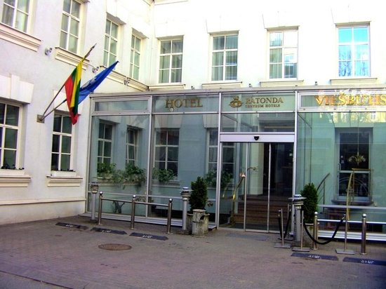 Ratonda Centrum Hotels: Hotel entrance.