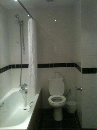 Hanley, UK: bathroom