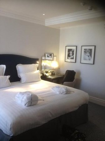 The Waldorf Hilton: newly refurbished room