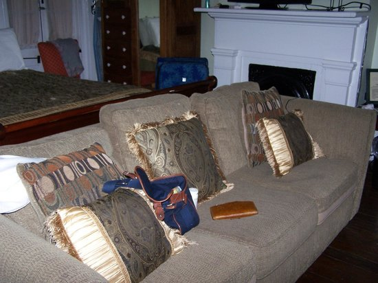 Olde Town Inn: large comfortable sofa