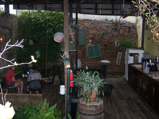 Olde Town Inn: Breakfast Courtyard