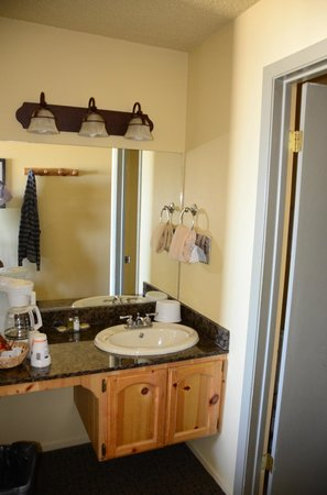 Tahoe Lakeshore Lodge and Spa: Vanity sink
