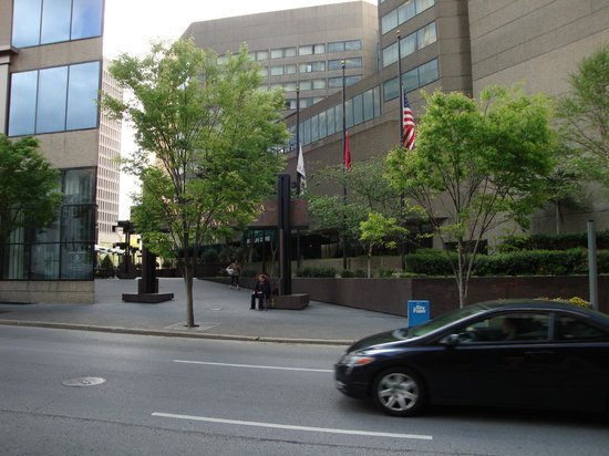 DoubleTree by Hilton Nashville-Downtown: side entrance, also Starbucks entrance