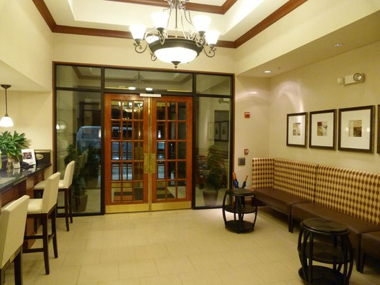Staybridge Suites Chantilly - Fairfax / Dulles Airport: Hotel entrance