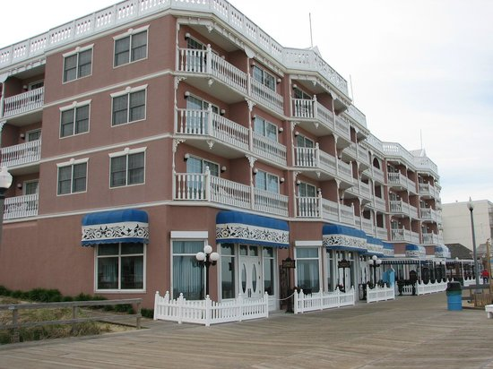Boardwalk Plaza Hotel: Hotel view from boardwalk