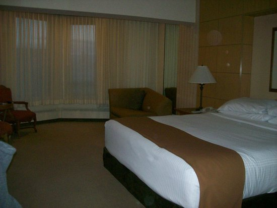 Harrah's Lake Tahoe: King room.