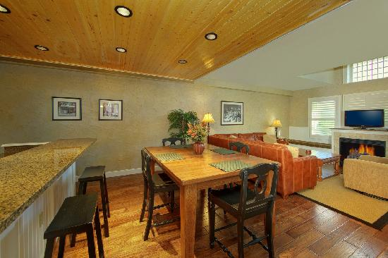 Cherokee Lodge Condos: Dining Area
