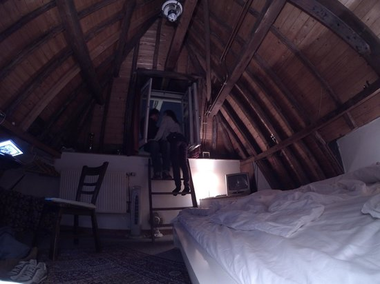 Amsterdam Central Bed and Breakfast: The Loft Room