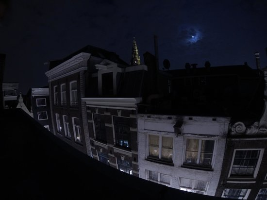 Amsterdam Central Bed and Breakfast: View from the Loft Room at Night