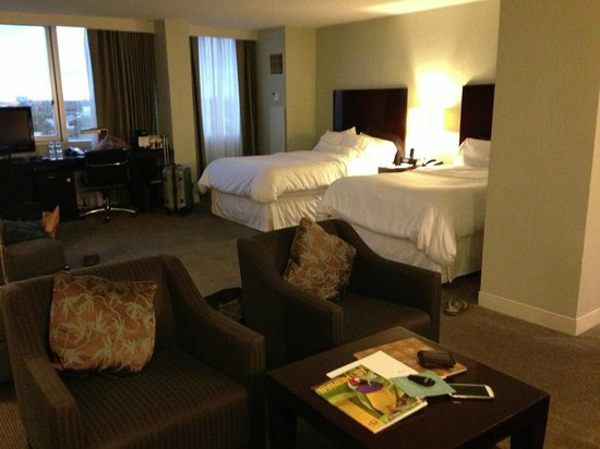 The Westin Fort Lauderdale: Seating area plus beds