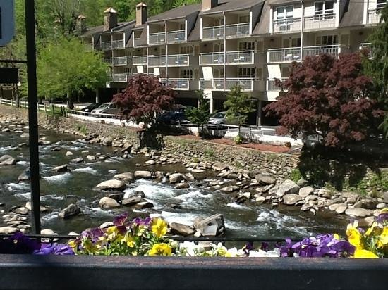 Days Inn Gatlinburg on the River: look at that setting!