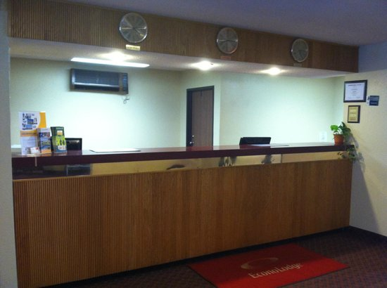 Econo Lodge - Ithaca: Front Desk