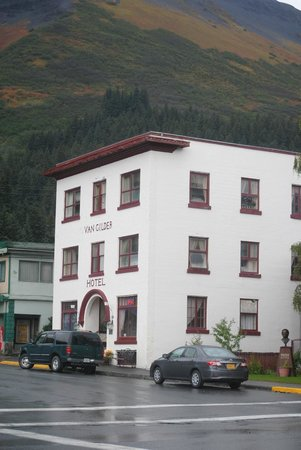 The Van Gilder Hotel: Van Gilder Hotel, beautiful mountains beyond.