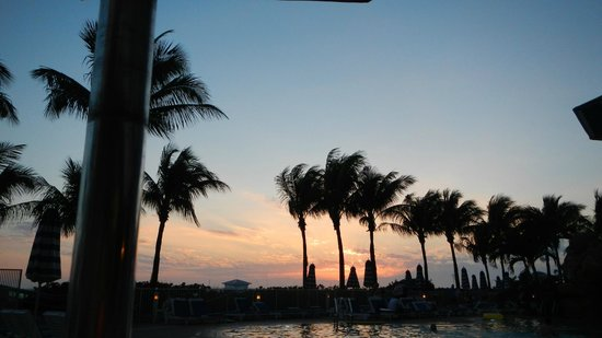 Pink Shell Beach Resort & Marina: Sunset from Bongos