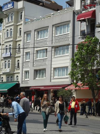 Sultanahmet Hotel: Front of hotel