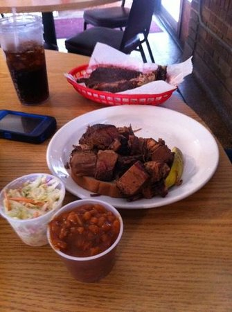 Excelsior Springs, MO: Burnt ends with Beans, Slaw and a side of ribs!!