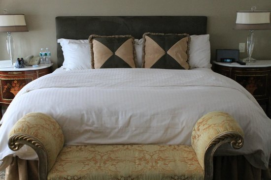 The Kimberly Hotel: Our amazing King Size bed