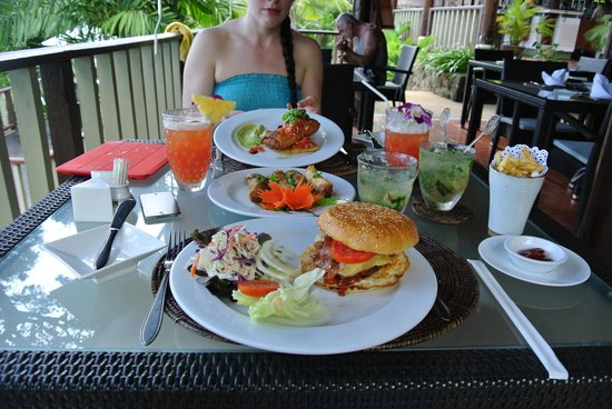 Centara Villas Phuket: lunch 2 for 1 drinks...