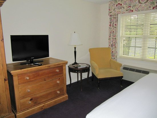 The Bellmoor Inn and Spa : Chest, television and chair 