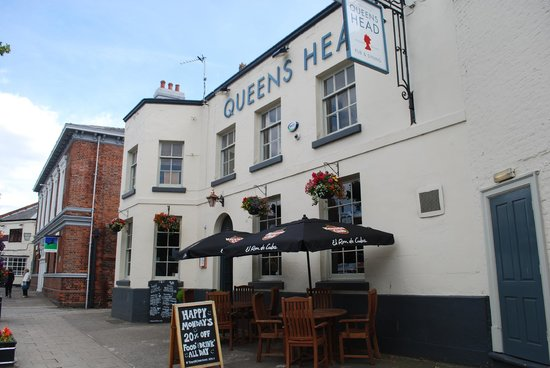 Frodsham, UK : Great music, Great food, Great drink, Great staff = Great pub