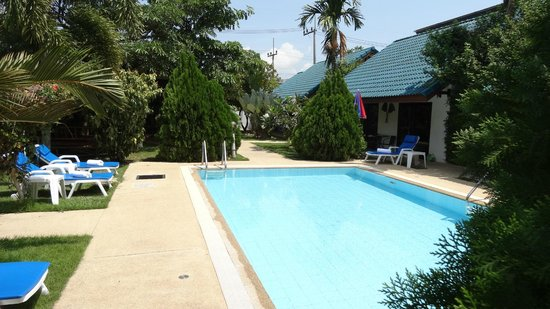 Phuket Airport Hotel: Swimming Pool