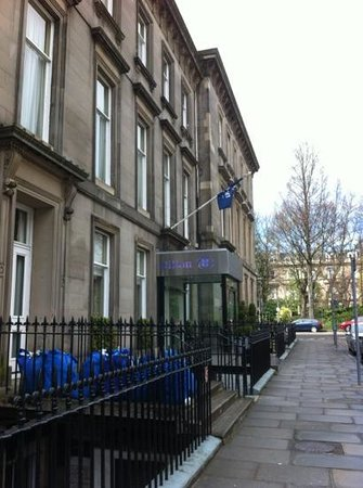 Hilton Edinburgh Grosvenor: entrance