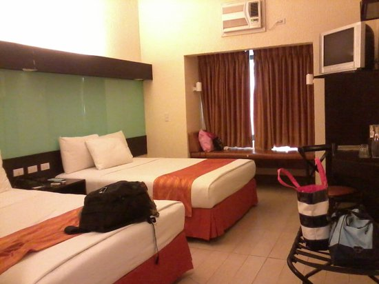 Microtel Inn &amp; Suites by Wyndham Boracay: Our room