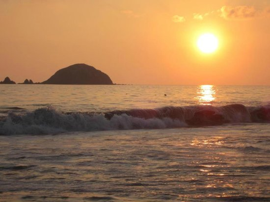 Sunscape Dorado Pacifico Ixtapa: sunset on the beach