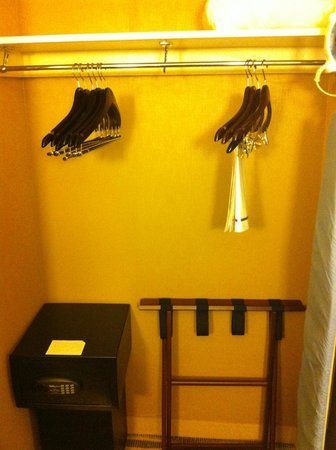 Dallas Marriott City Center: Closet