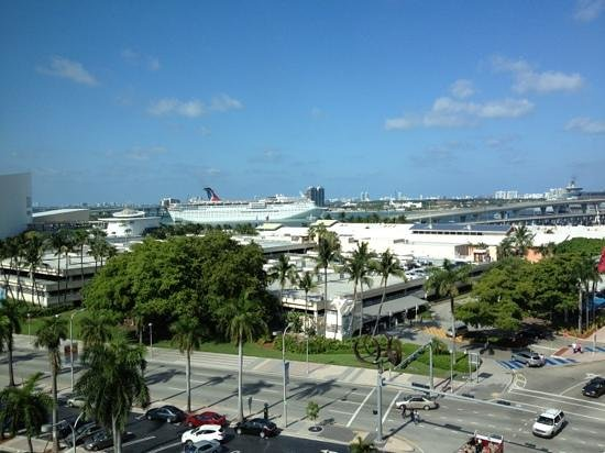 Holiday Inn Port of Miami Downtown: view from room