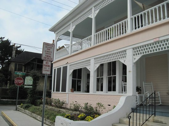 The Kenwood Inn (Entrance)