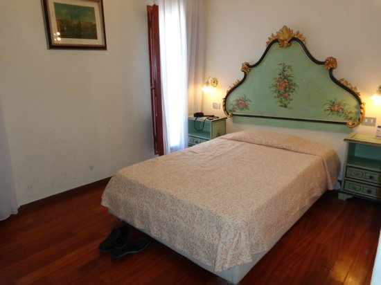 Hotel Malibran: bed