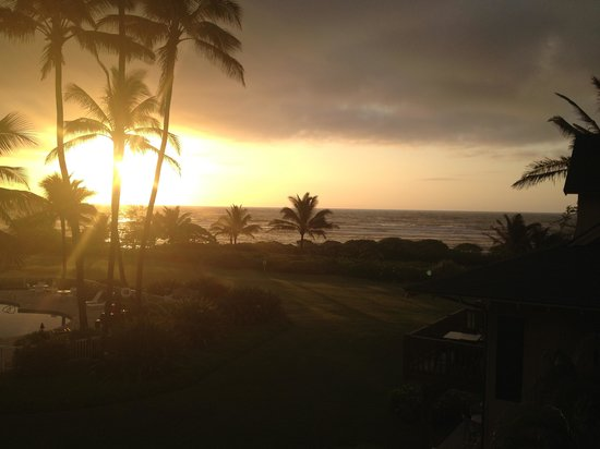 Castle Kaha Lani: View of the sunrise from room 304