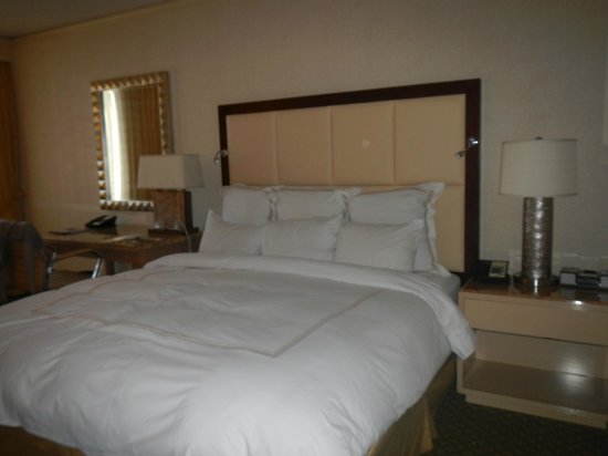 JW Marriott Hotel New Orleans: king room