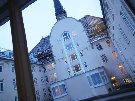 Palace Hotel Copenhagen: Scandic Palace - my room was facing to courtyard
