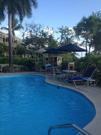 Gallows Point Resort: Pool area.  Nice saltwater pool!