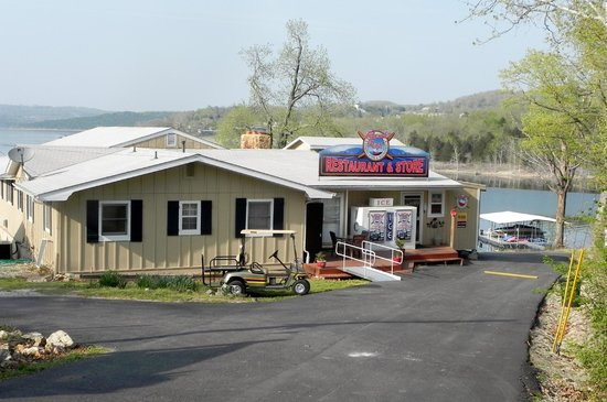 Lakeside Resort &amp; General Store: Front of restaurant/store