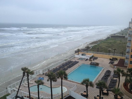 Holiday Inn Resort Daytona Beach Oceanfront : View of the PooL and Ocean 