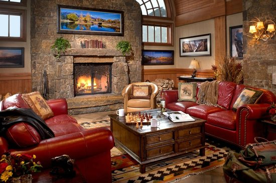 Wyoming Inn of Jackson Hole: Grand Western Lobby featuring wildlife artist Tom Mangelsen