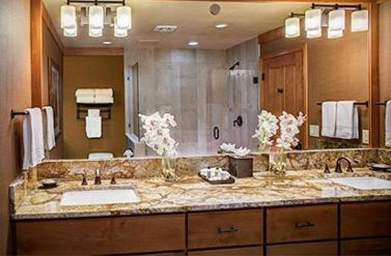 Wyoming Inn of Jackson Hole: Inn King Mini Suite Bathroom