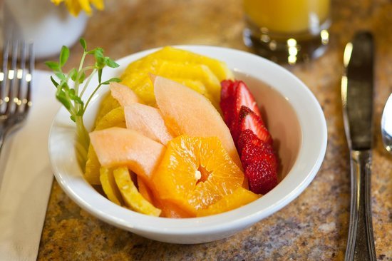 Wyoming Inn of Jackson Hole: A fresh organic fruit bowl starts every day perfectly!