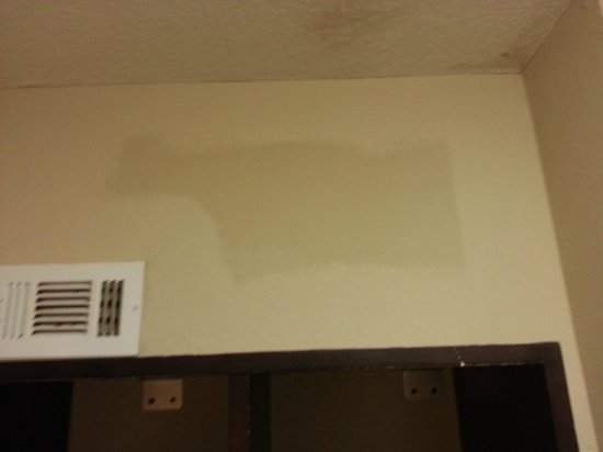 Inn at Mulberry Grove: Ran out of paint?