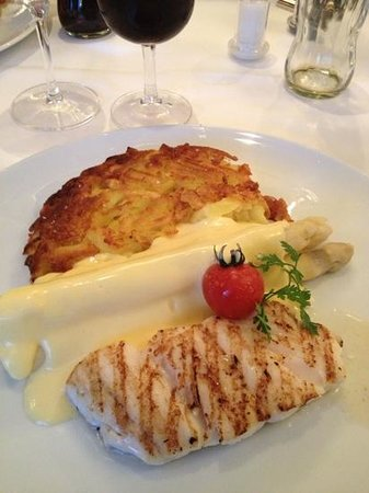 Hotel Schweizerhof Zurich: fresh fish, white asparagus and hash browns...yummy