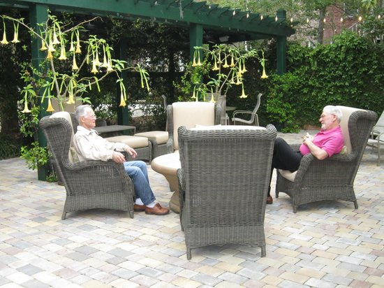 The Beaufort Inn: Two gentlemen enjoying the zen garden