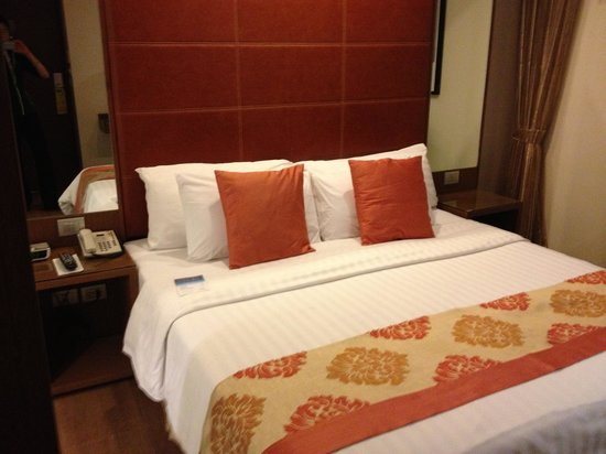 On8 Sukhumvit: Room with king bed